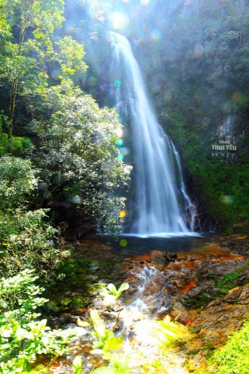 Trèo đèo lội suối tìm đến thác Tình Yêu ở Sapa