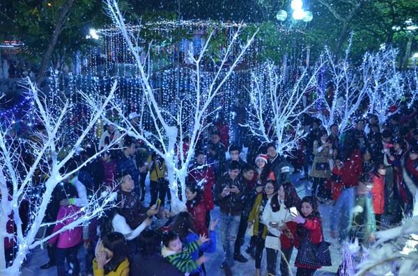 Con đường tuyết trắng sẽ là điểm đến thu hút các bạn trẻ trong mùa Giáng sinh năm nay