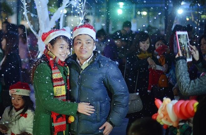 Con đường tuyết trắng cũng là điểm hẹn hò lý tưởng của cặp đôi dịp Noel này