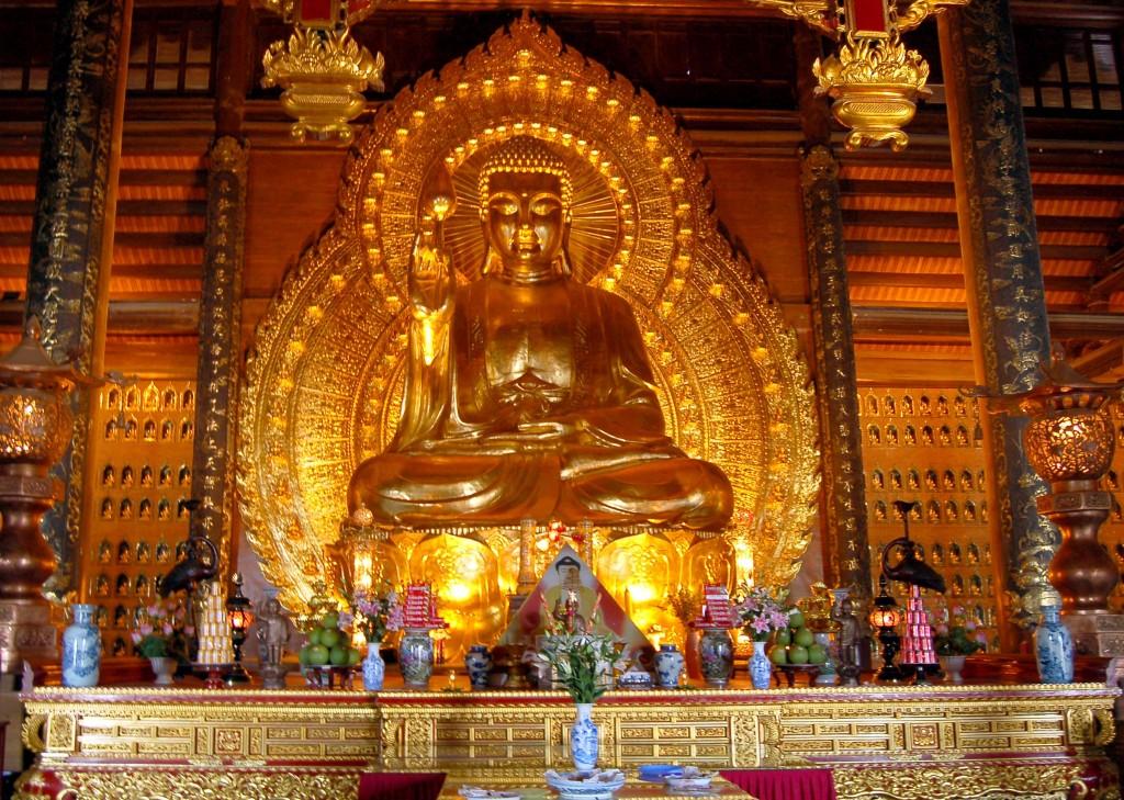Tượng Phật bằng đồng dát vàng lớn nhất châu Á ở chùa Bái Đính