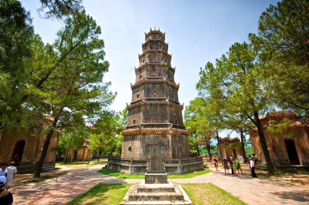 Kiến trúc khổng lồ của Chùa Thiên Mụ