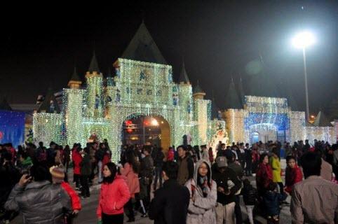 Công viên nước Hồ Tây, Hà Nội được trang hoàng lộng lẫy để chào đón noel 2014