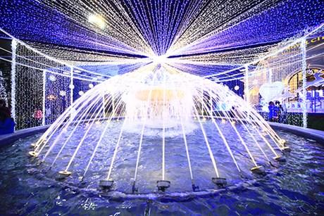 Khu đài phun nước hoành tráng giữa quảng trường