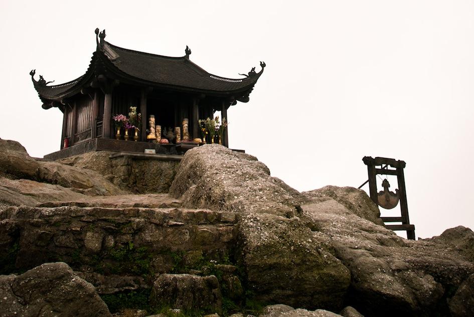 Đỉnh Thiêng Yên Tử - nơi có ý nghĩa tâm linh quan trọng với nhiều người dân đất Việt