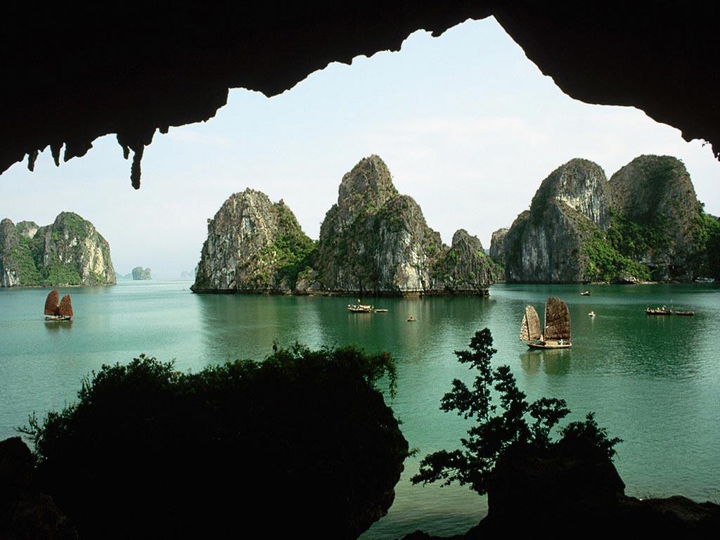 đảo đá Hạ Long