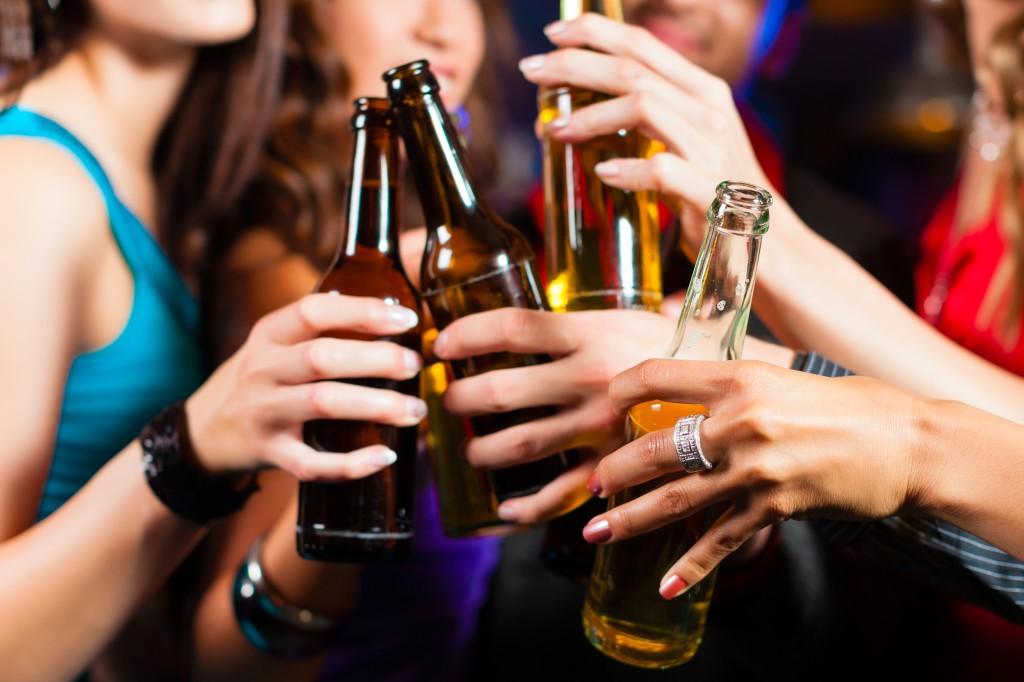 Du khách chỉ được uống đồ có cồn khi sử dụng giấy phép tạm thời của khách sạn