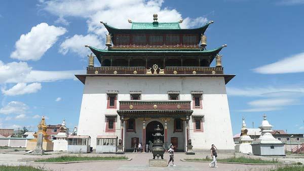 Thủ đô Ulan Bator nổi tiếng là thành phố của các tu viện cổ.
