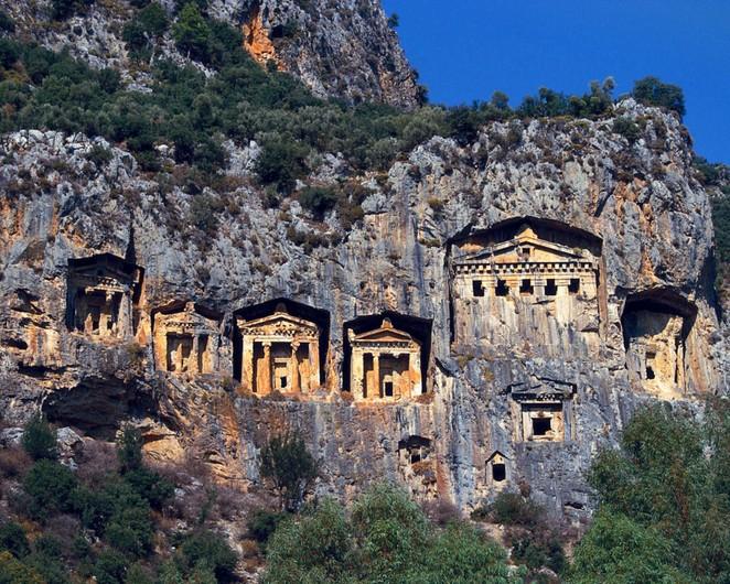 Kiến trúc từ vách đá dựng đứng của người Licyan