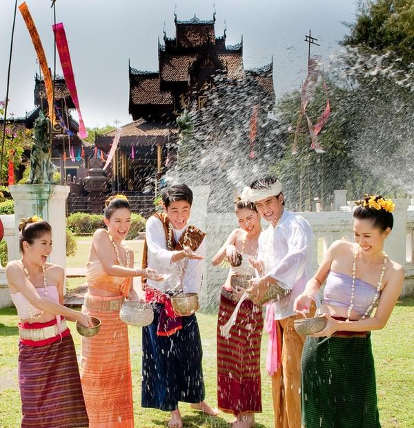 kham-pha-5-le-hoi-dac-sac-trong nhung-thang-dau-2015-tren-the-gioi 7