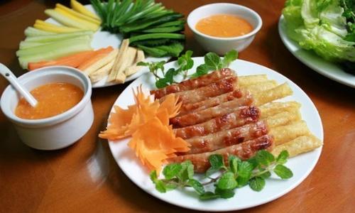 Nem nướng – món ăn nên thử khi đến Nha Trang