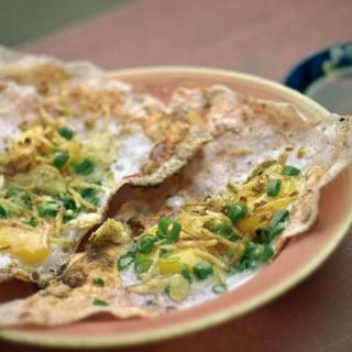 Bánh tráng kẹp, kem xôi, tàu hũ cocktail, sữa chua muối, ốc hút là những món ăn vặt hấp dẫn ở Đà Nẵng.