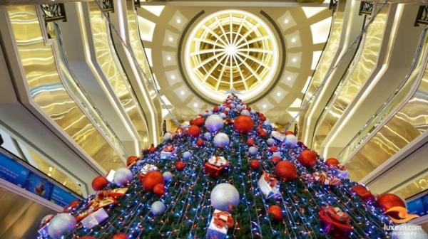 Năm nay, Tràng Tiền Plaza được trang trí theo không khí Noel vui nhộn.